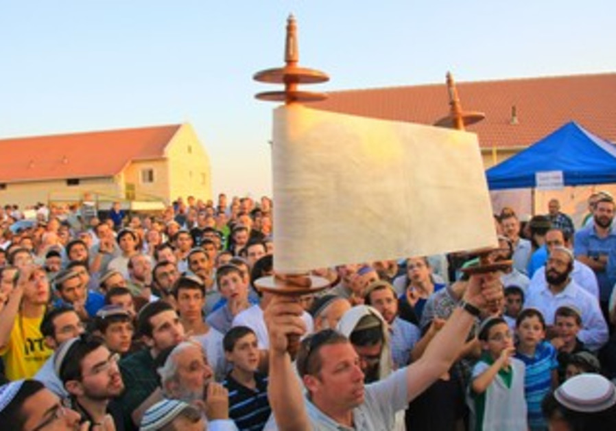 Settlers hold special prayer at Ulpana outpost