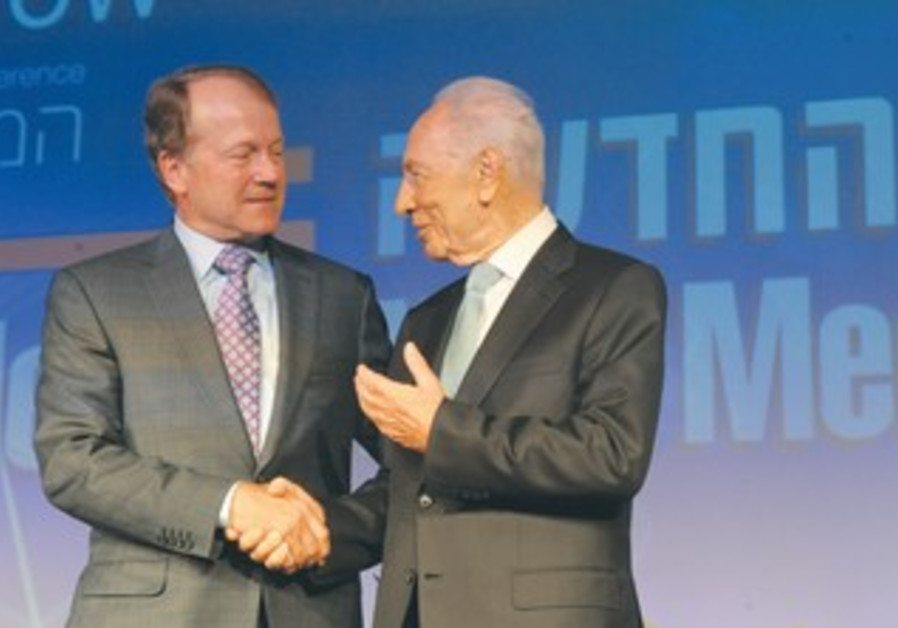 Cisco Systems Chairman Chambers, President Peres