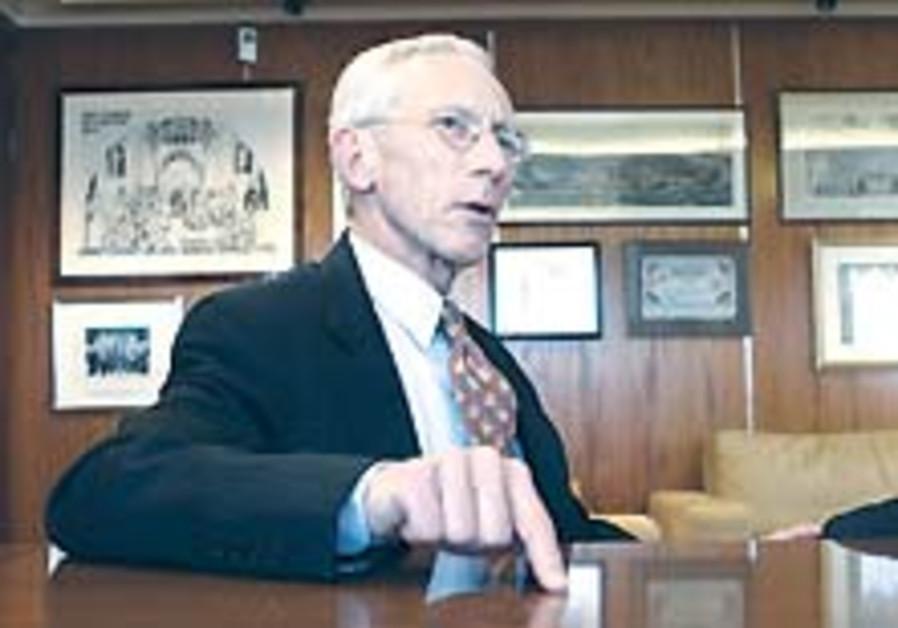 Fischer: Economy must grow to finance defense