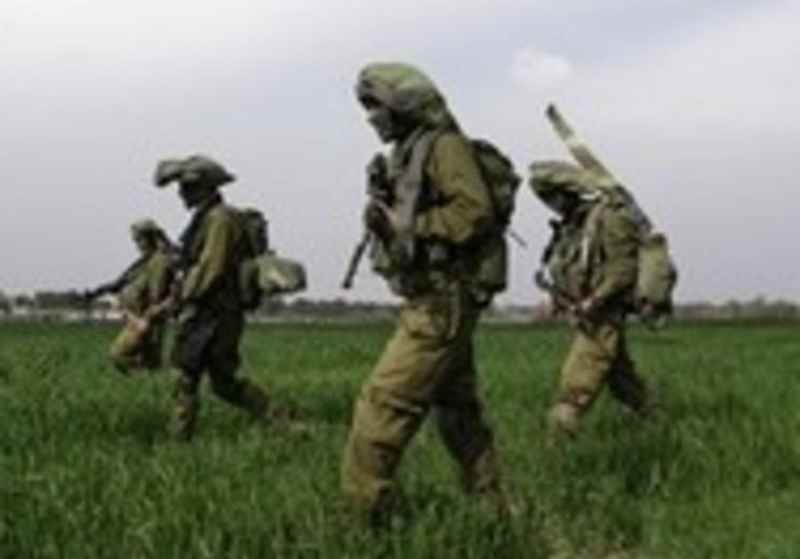 Massive forces deploy along Gaza fence