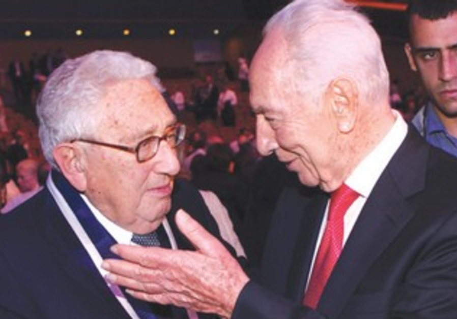 Peres, Kissinger