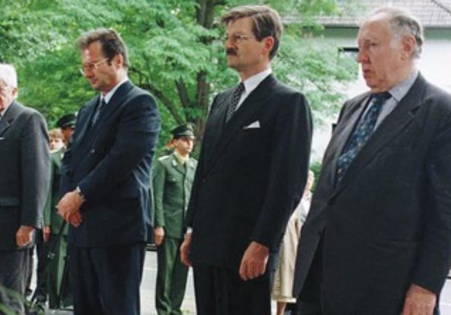 German politicians mourn at Rathenau grave site