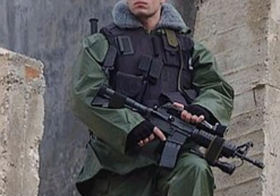 border policeman magavnik holds gun 298.88
