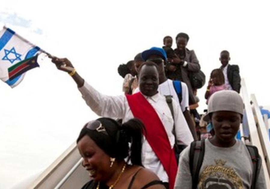 South Sudanese disembark in Juba after TA flight