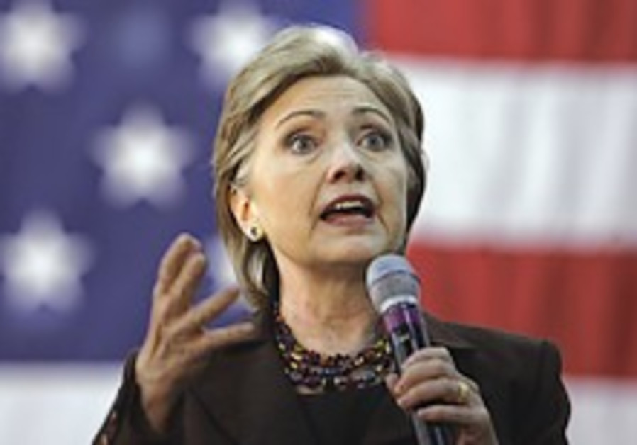 Clinton slams Obama for pledge to meet with rogue leaders without preconditions