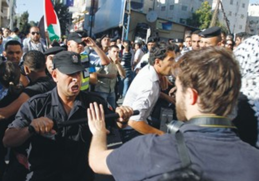 Palestinian security confronts journalist