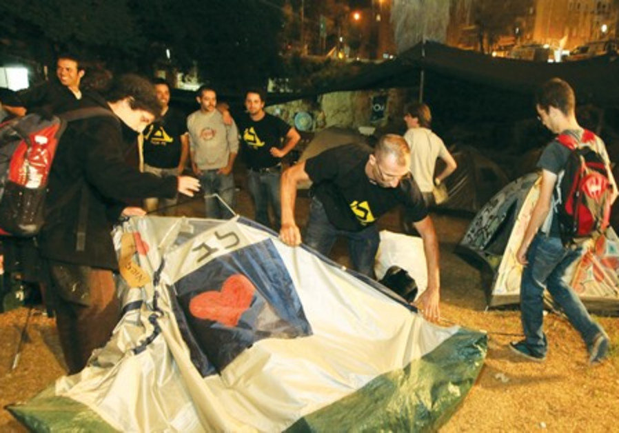 Protesters fold up their tents at Menorah Park