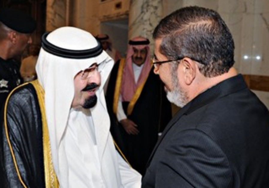 Saudi Arabia's Abdullah welcomes Egypt's Morsi