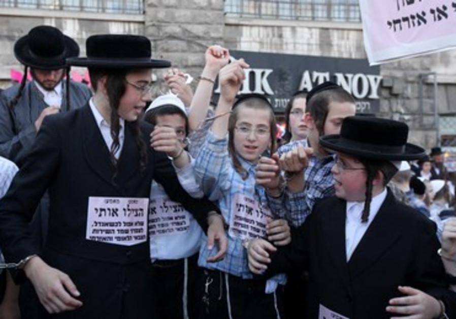 Haredi children Jews protest Tal Law.