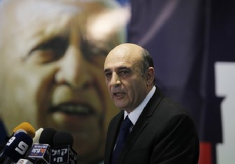 Shaul Mofaz announces Kadima is leaving the gov't