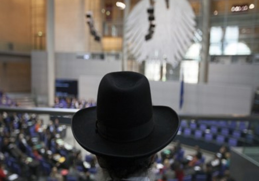 Rabbi listens to debate on circumcision in Germany