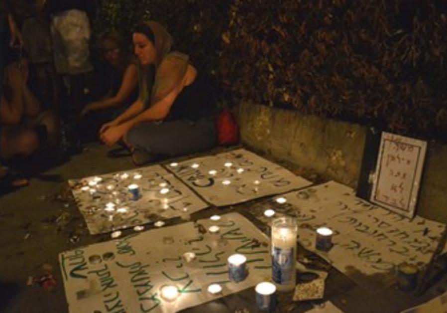 Candle-light vigil for Moshe Silman in Tel Aviv