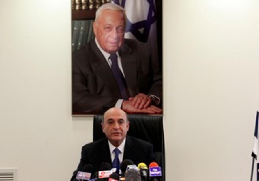 Shaul Mofaz at Kadima faction meeting