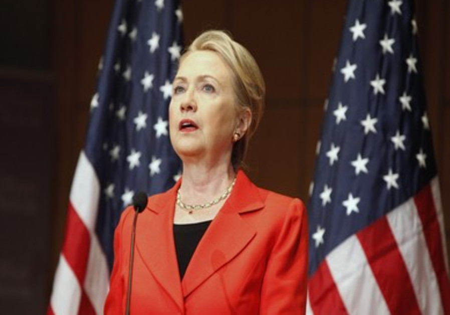 Clinton delivers the keynote address