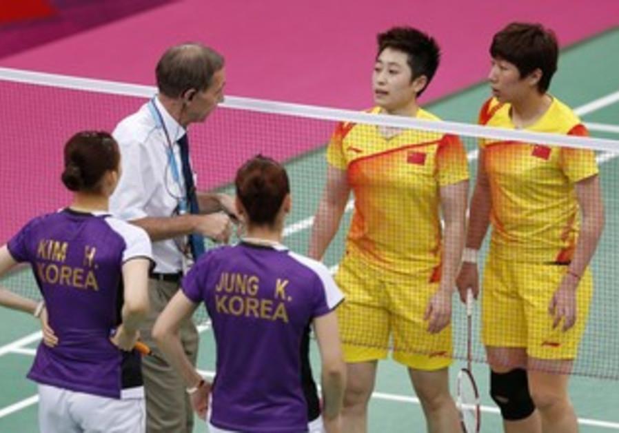 Chinese and S. Korean badminton teams in London