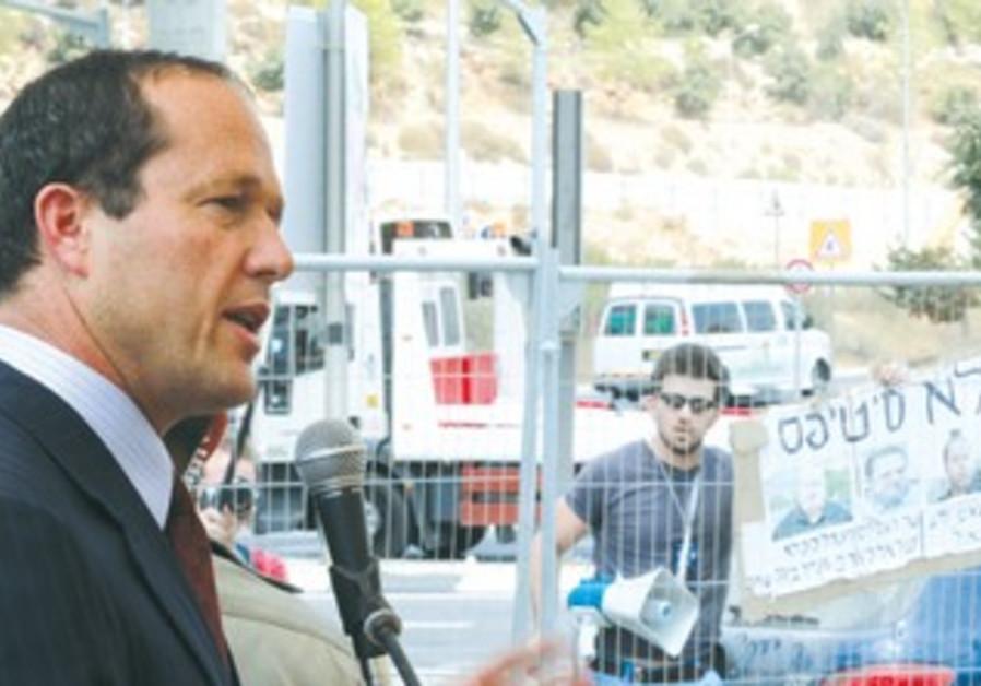Jerusalem Mayor Nir Barkat dedicates interchange