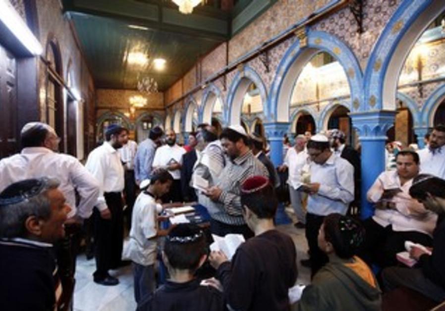 Jews pray in a Tunisian synagogue [file]