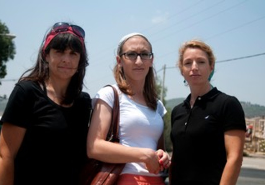 Beit Shemesh women against exclusion of women