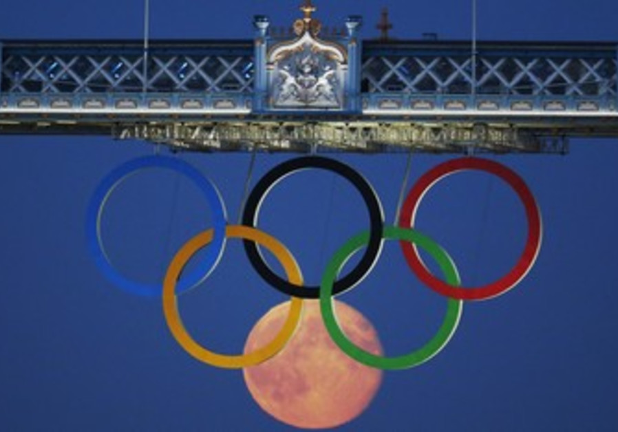 Olympic Rings with moon in London.