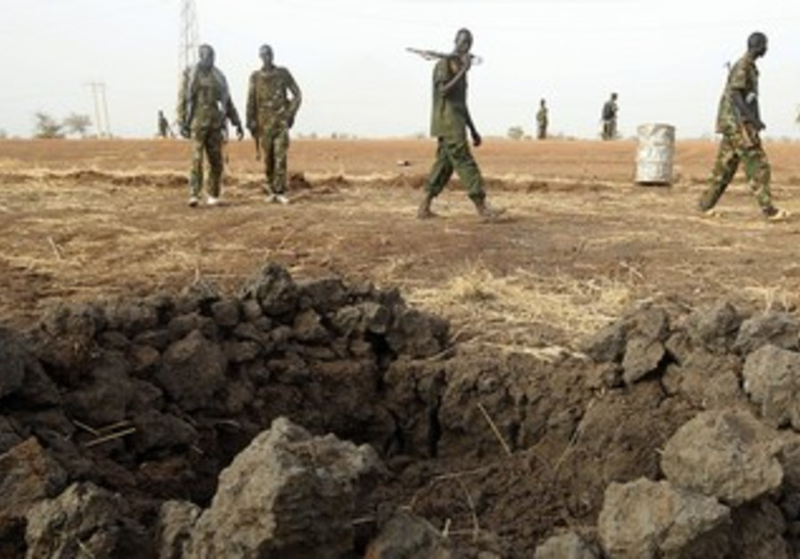 South Sudanese army patrols border