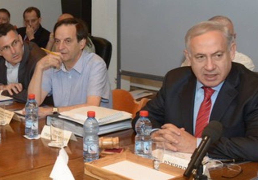 PM Netanyahu at defense budget cabinet meeting