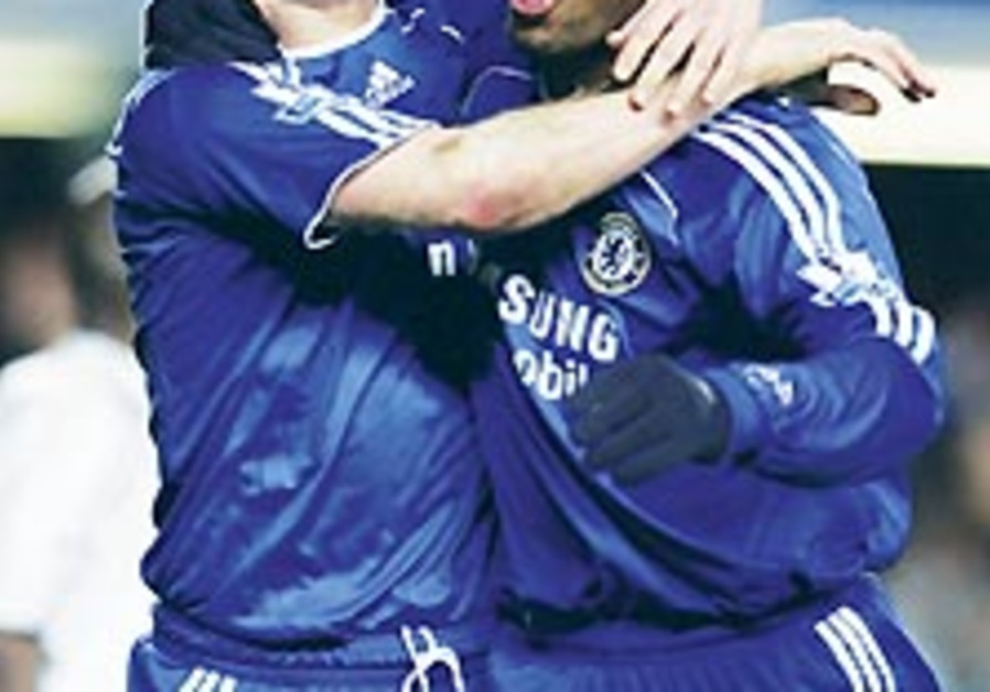 English Soccer: Chelsea is back in the title race