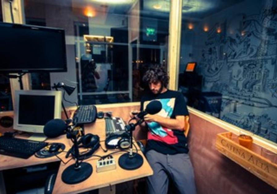 Teder Radio