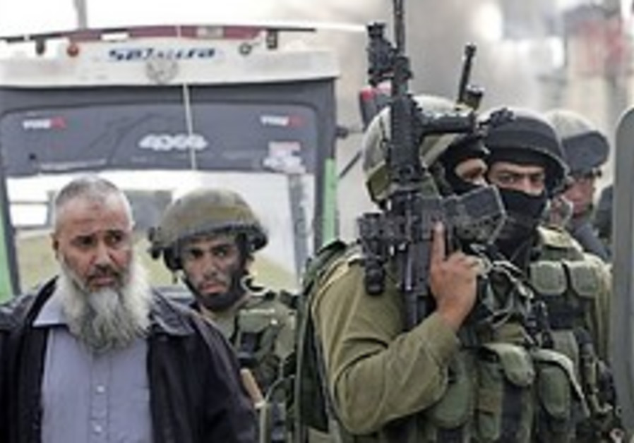 IDF confirms arrest of 10 Hamas men