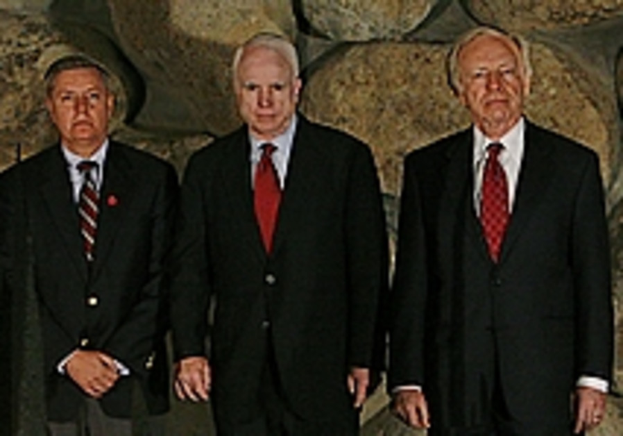 McCain in Sderot: 'This is no way to live'