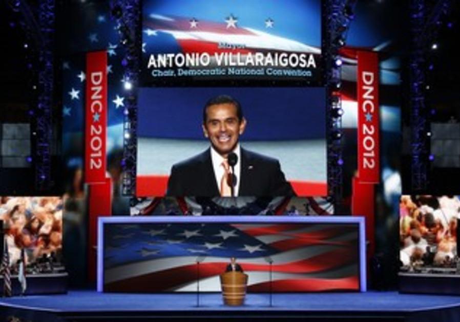Villaraigosa addresses delegates.