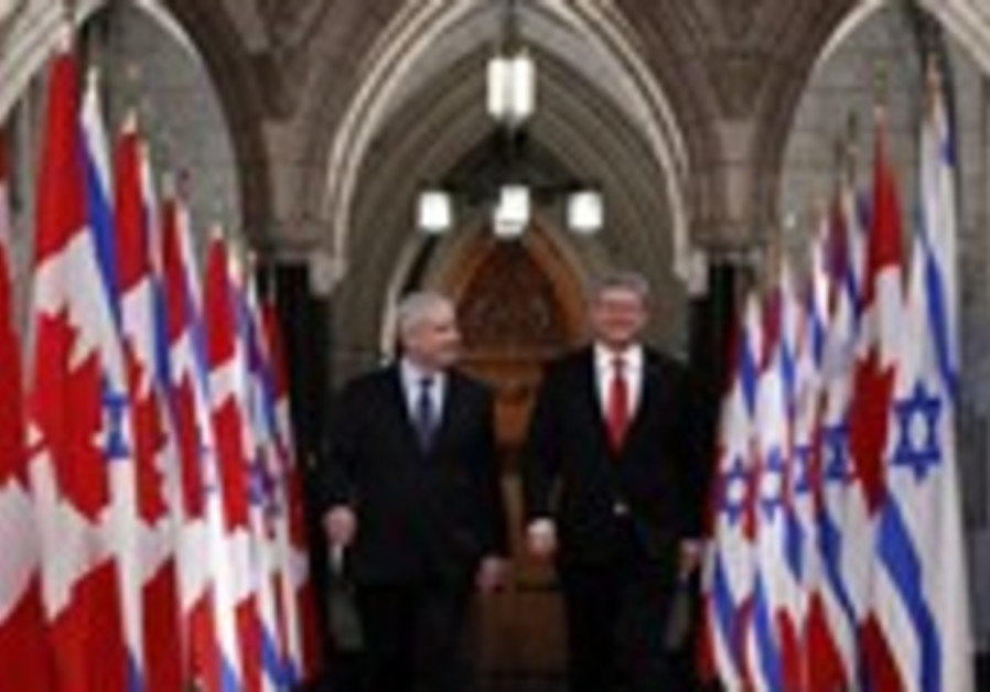 Netanyahu walks with Harper