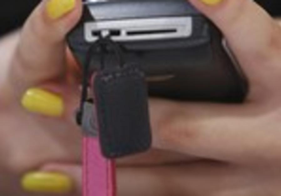 A woman sends a text message [illustrative photo]