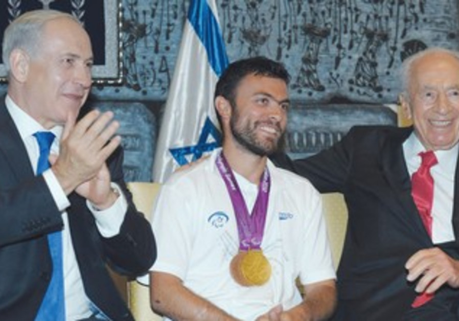 Paralympic tennis player Noam Gershony, Peres, PM