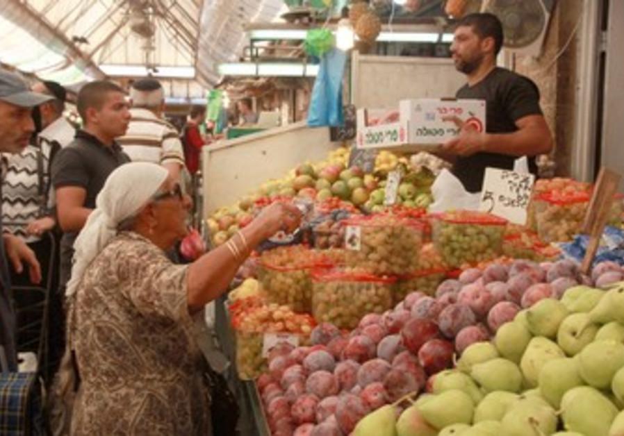 Woman shopping in Machane Yehudah.