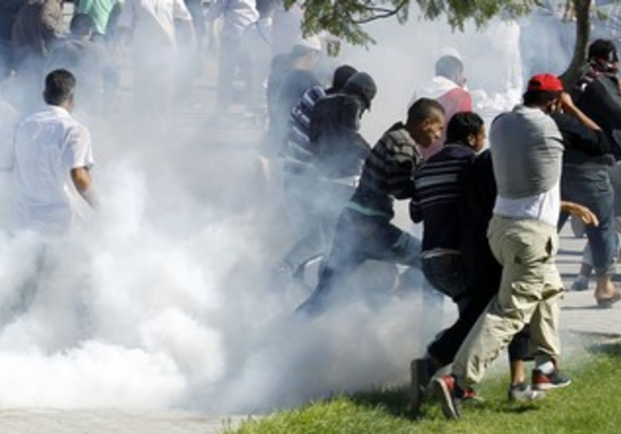Protesters run for cover outside US Embassy, Tunis