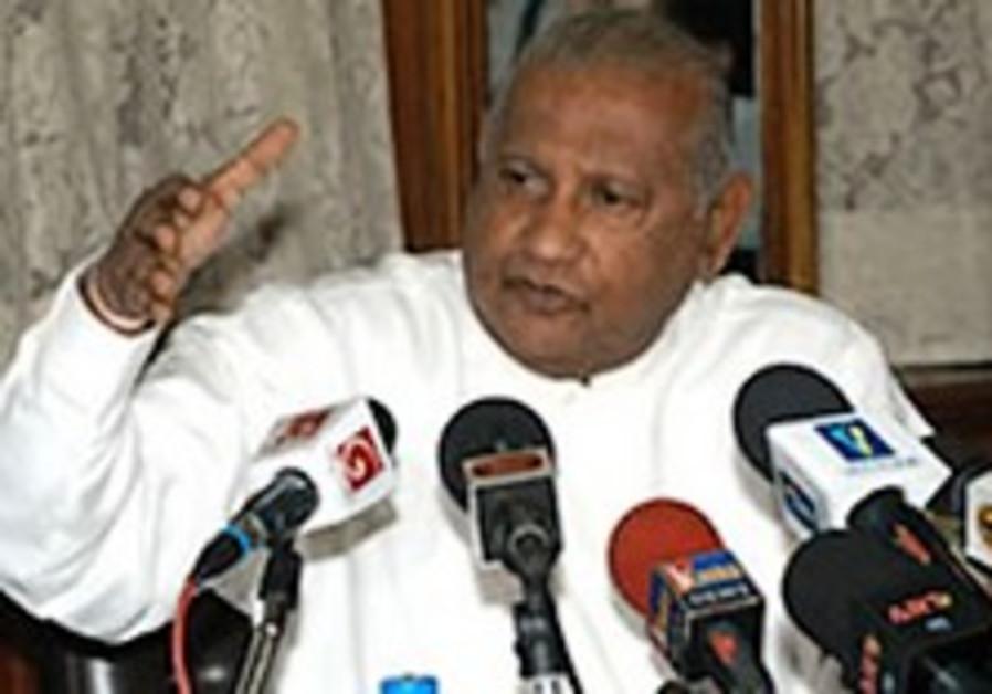 Sri Lankan PM arrives for historic visit