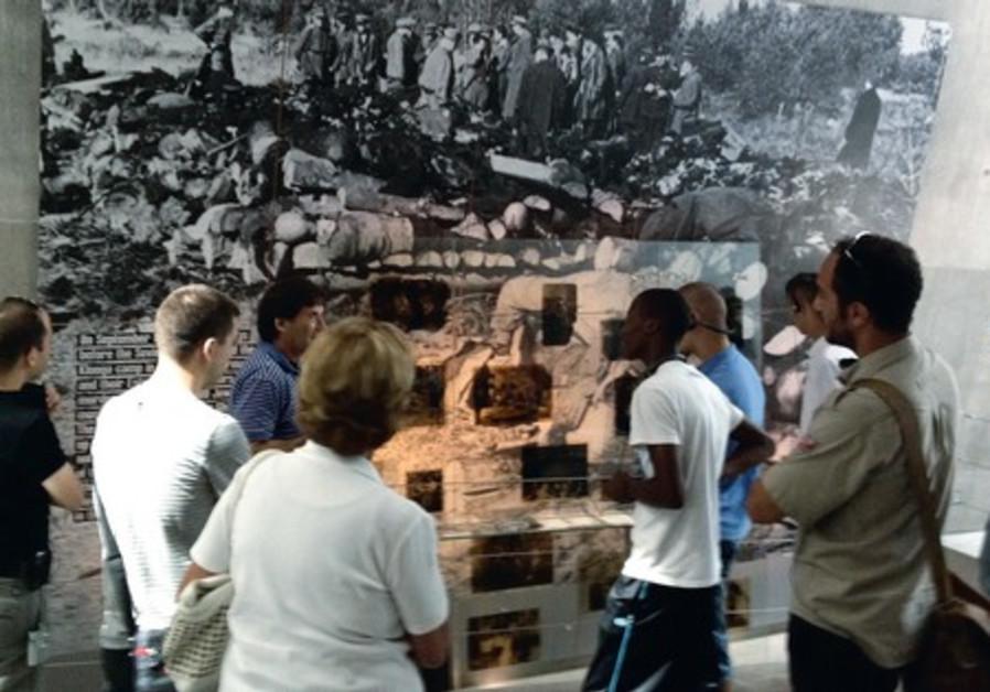 Tour of Yad Vashem in Arabic