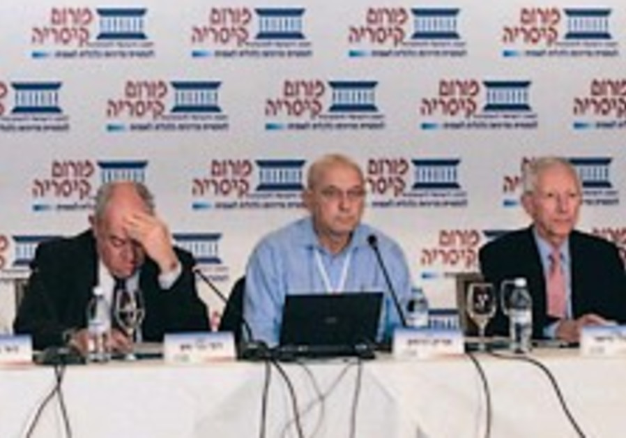Bar-On: Israel less exposed to global crisis than other countries