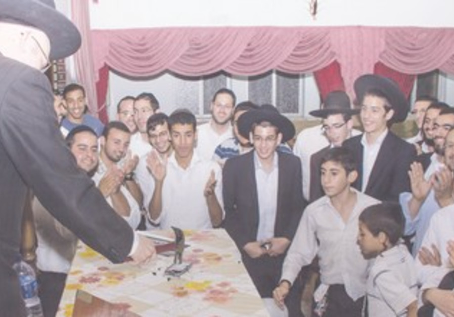 RABBI LIOR GLAZER smashes an iPhone