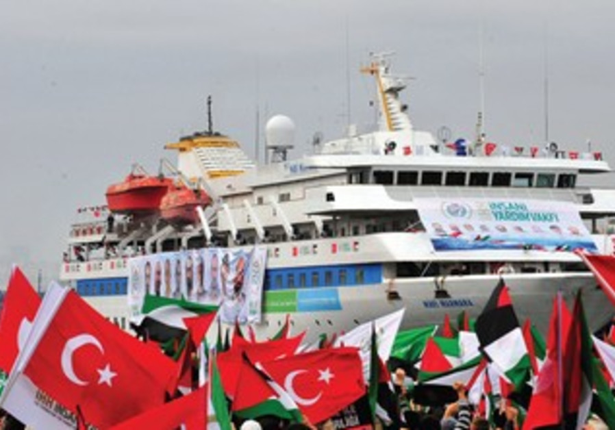 Activists in Mavi Marmara welcoming ceremony