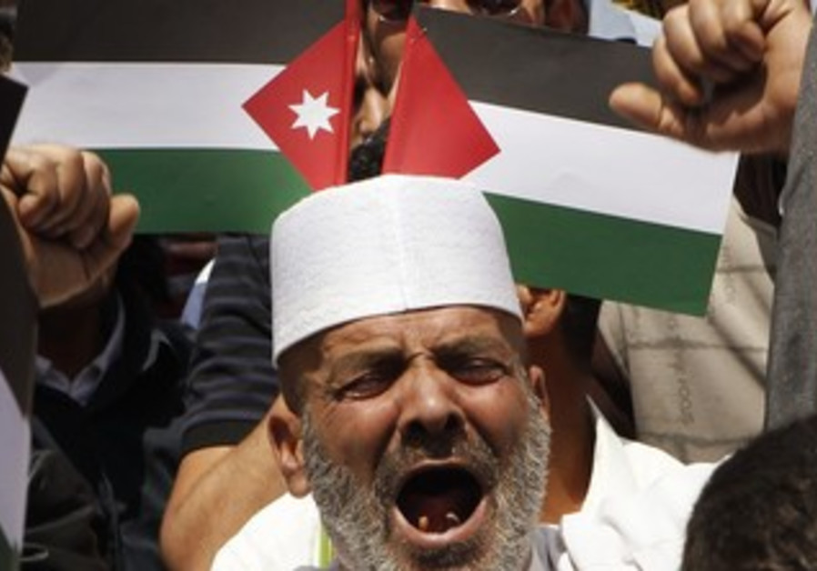 Man yells in front of Palestinian, Jordanian flags
