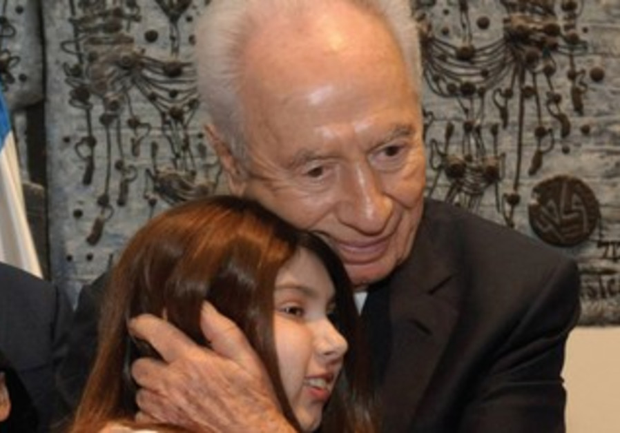 President Shimon Peres and ICA volunteer
