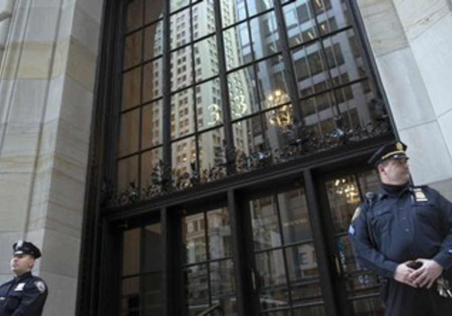 Police officers guard NY Federal Reserve Bank