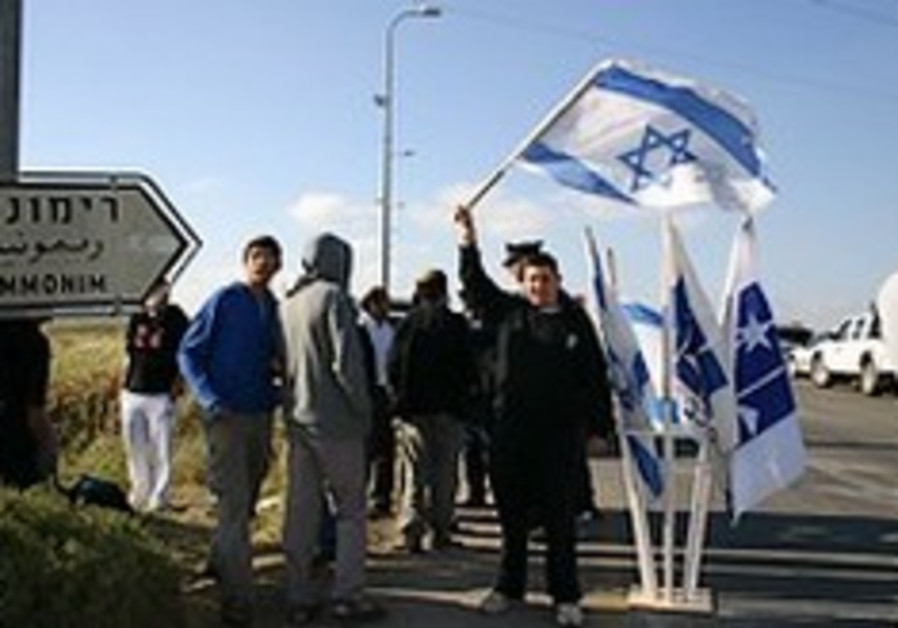 Settlers erect new structures after outpost removal