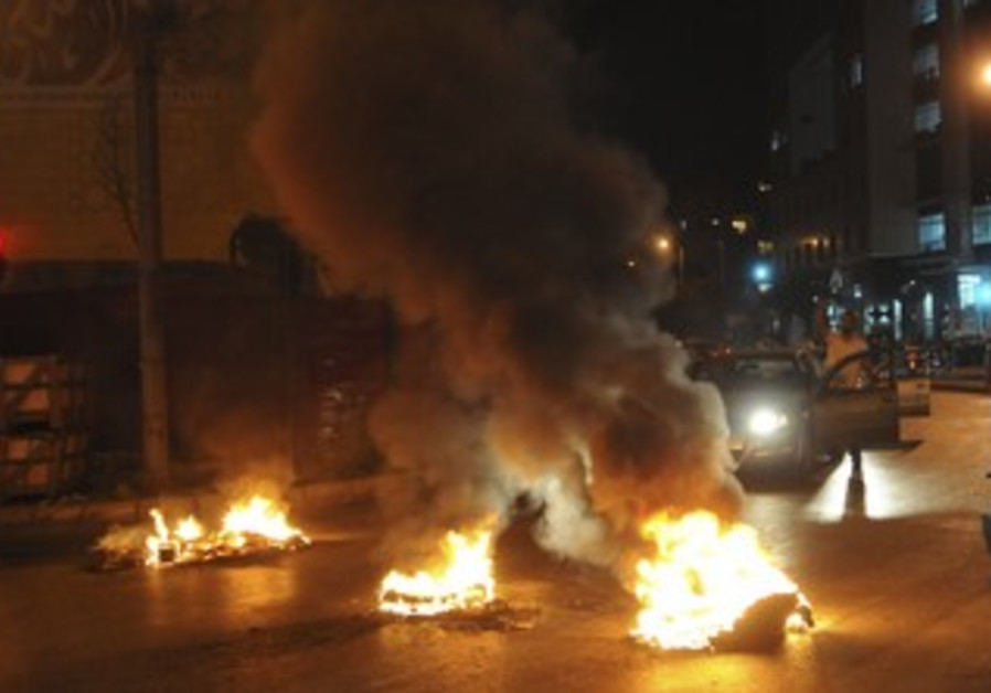 Sunni Muslims burn tires in Lebanon