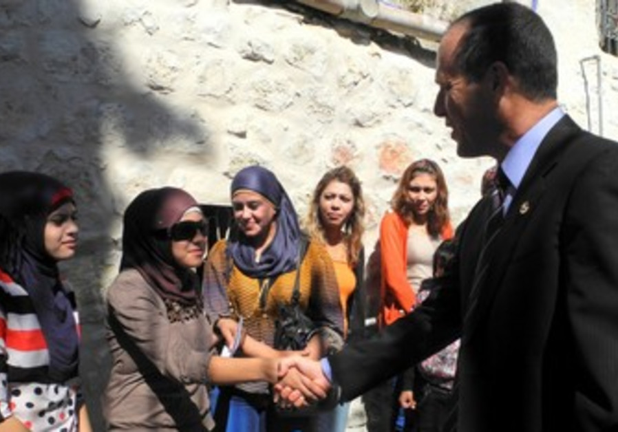 Mayor greets members of J'lem Gypsy community.