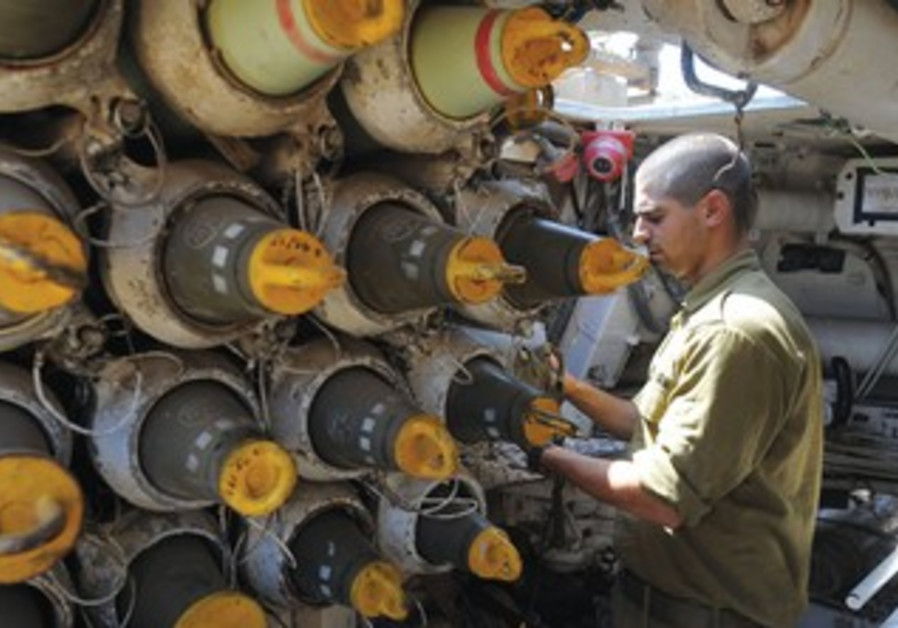 IDF soldier takes part in Golan maneuvers
