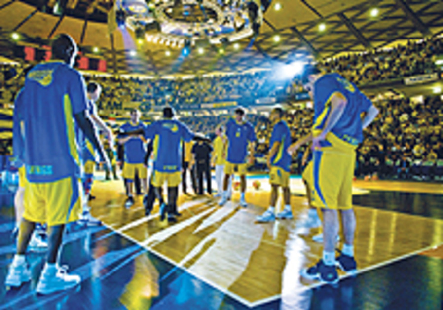 Basketball: Eliyahu key for Maccabi at Barca