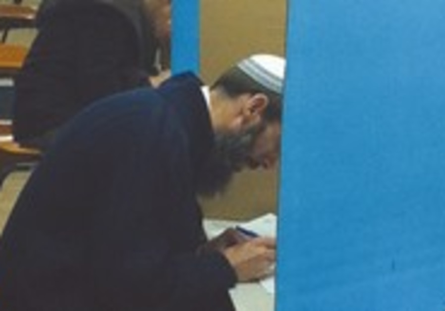 Habayit Hayehudi votes in primaries.