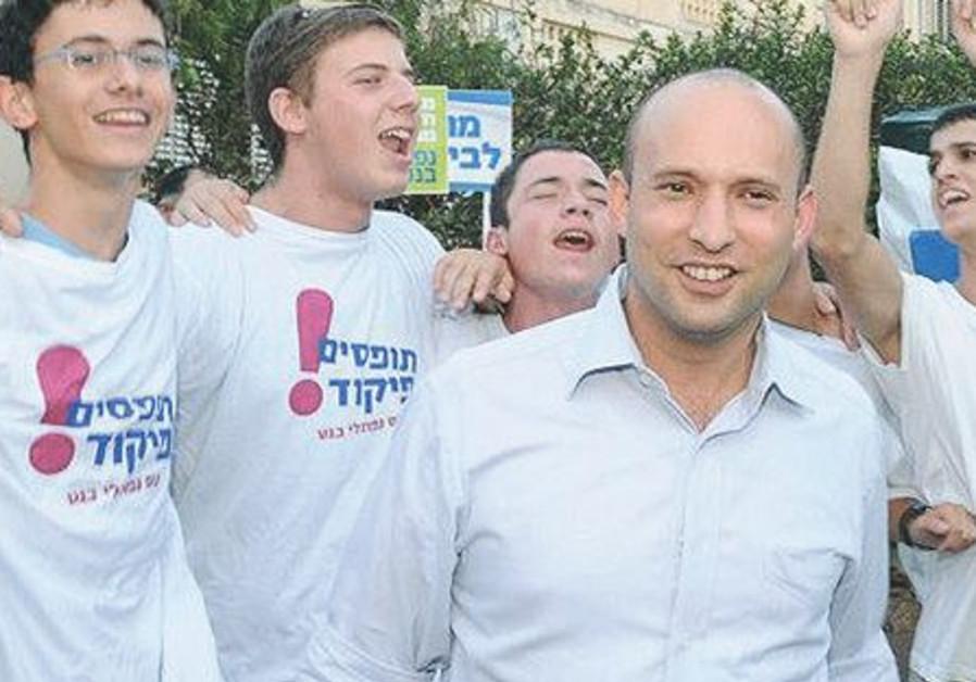 Naftali Bennett entouré de ses supporters